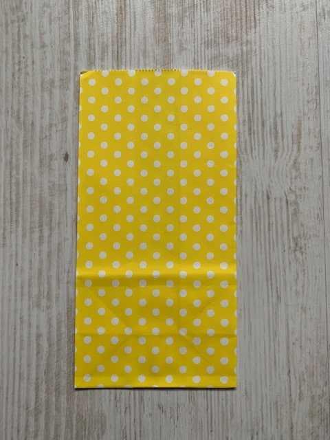 blokbodemzakje geel met witte stippen