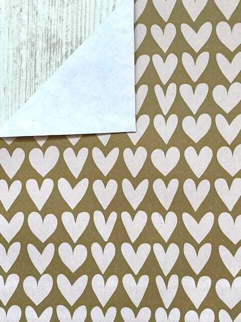 inpakpapier witte hartjes